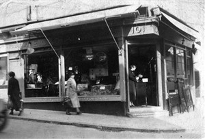 Photo:Grant shop 101 Gloucester Road c1938
