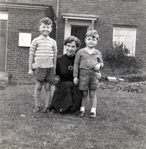 Photo:Louise with Jeffrey and David at 9 Manor Road c1954